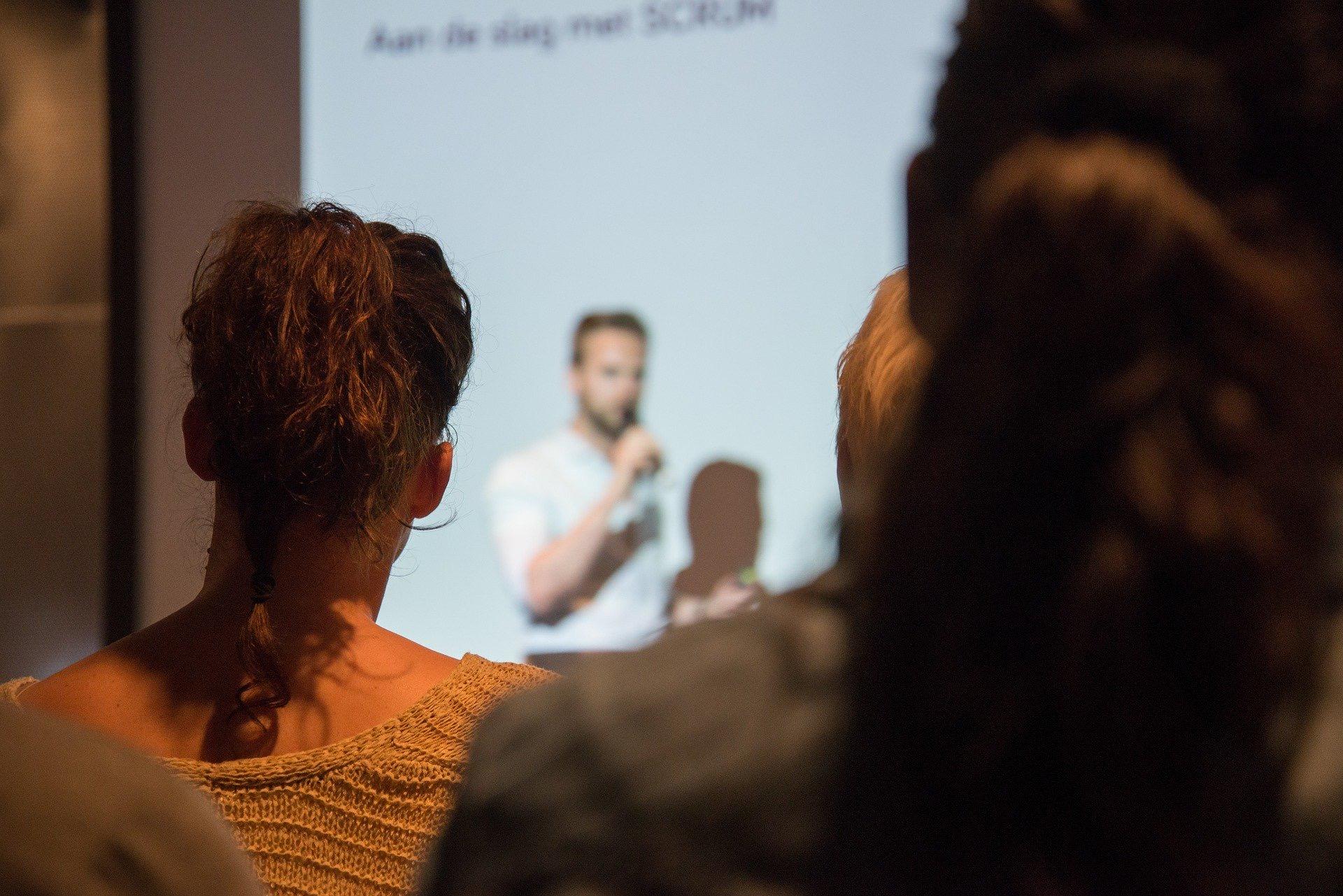 Book et foredrag for din virksomhed