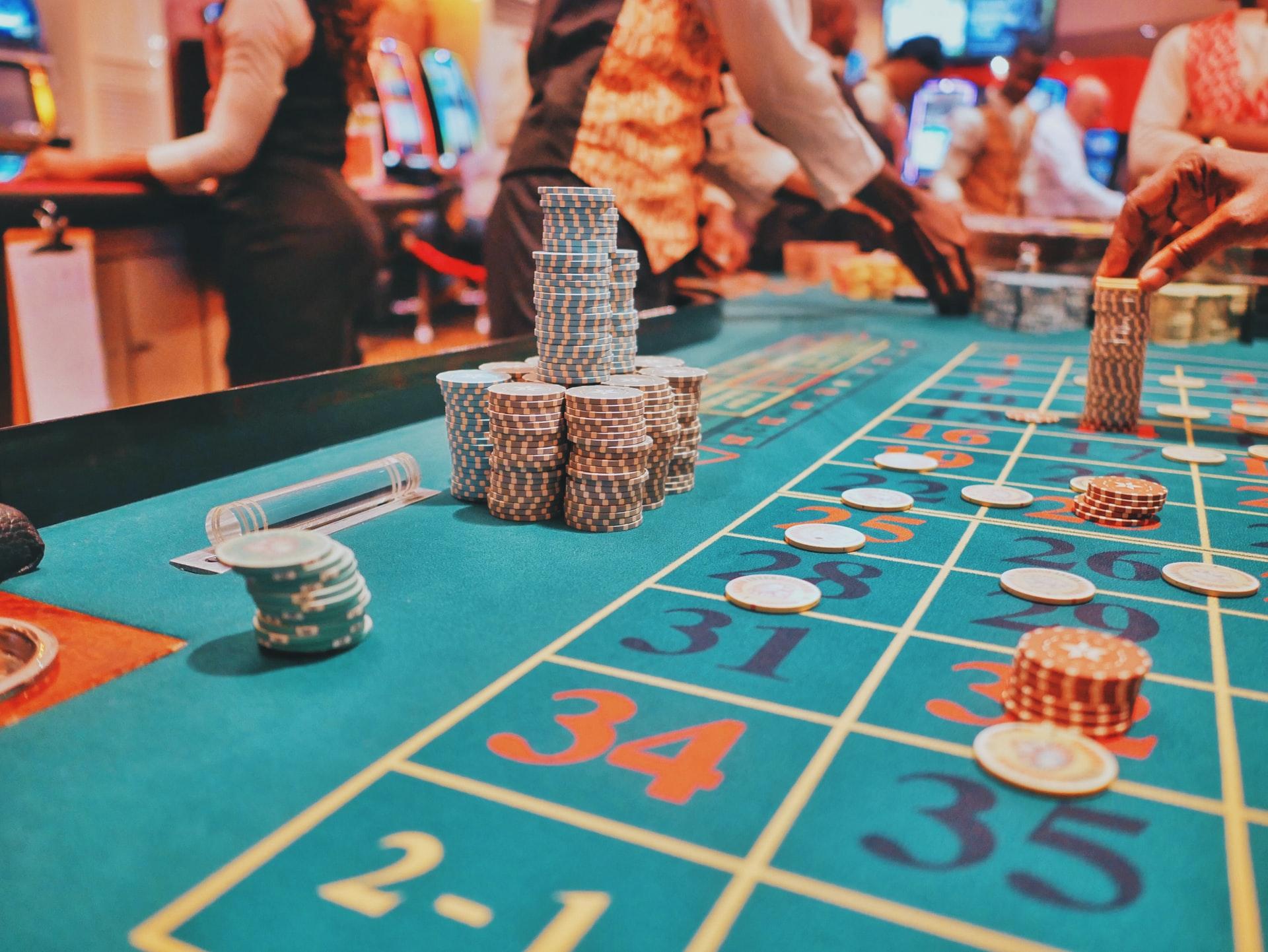 Markedsværdien af online casinoer rammer 100 mia dollars i 2026