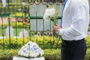 Få hjælp fra en bedemand, når nogen dør